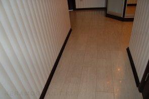 Керамогранит при ремонте пола в коридоре