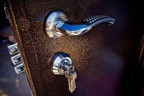 Как правильно ухаживать за металлическими дверьми