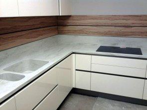 Натуральный и искусственный камень в оформлении кухонного интерьера