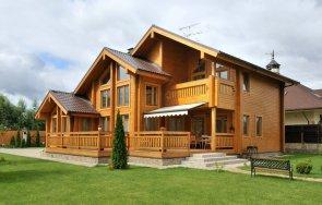 Достоинства использования клееного бруса для строительства домов