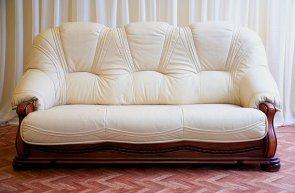 Особенности выполнения работ по перетяжке мягкой мебели кожей