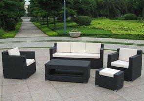 Плетеная мебель для террасы: достоинства и правила ухода